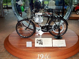 japan_museum_bike_small.jpg (52014 bytes)
